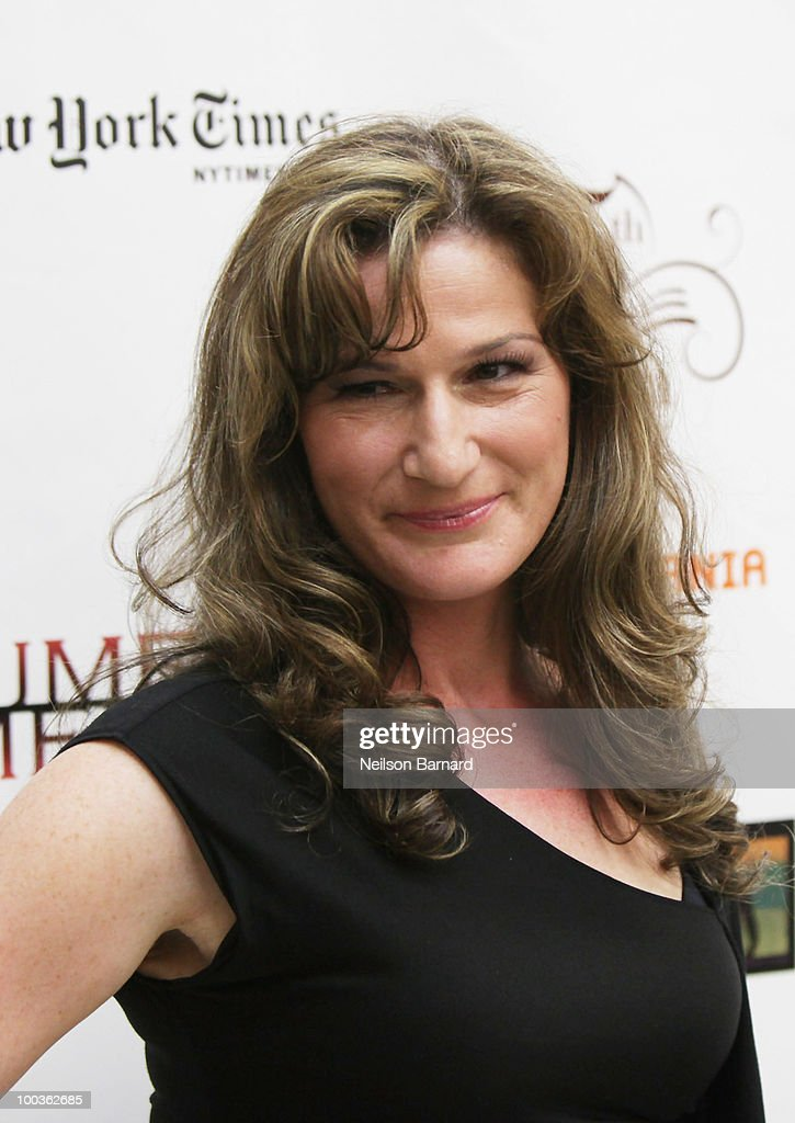 Actress Anna Gasteyer arrives at the 55th Annual Drama Desk Award at FH LaGuardia Concert Hall at Lincoln Center on May 23, 2010 in New York City.