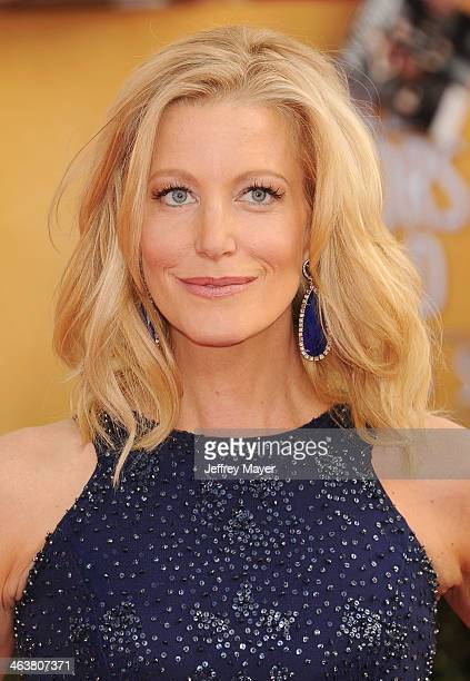 Actress Anna Gunn arrives at the 20th Annual Screen Actors Guild Awards at The Shrine Auditorium on January 18, 2014 in Los Angeles, California.