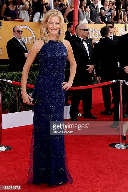 Actress Anna Gunn attends the 20th Annual Screen Actors Guild Awards at The Shrine Auditorium on January 18, 2014 in Los Angeles, California.