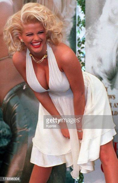 Actress Anna Nicole Smith poses as Marilyn Monroe in 'The Seven Year Itch' circa 1993