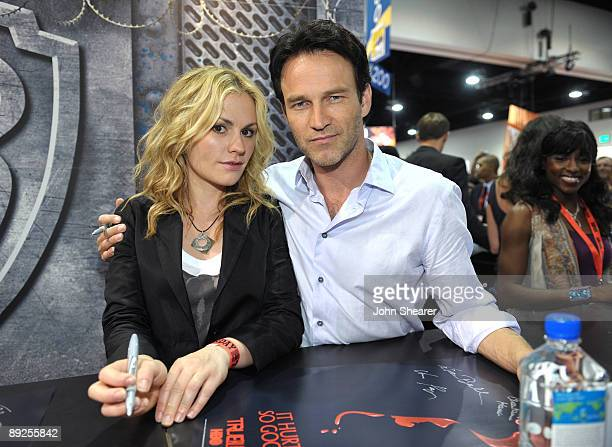 """Actress Anna Paquin and actor Stephen Moyer attend the """"True Blood"""" signing at Comic-Con 2009 held at San Diego Convention Center on July 25, 2009 in..."""