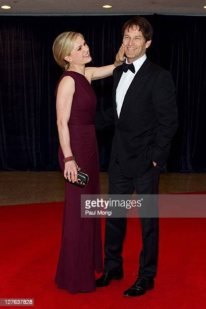 Actress Anna Paquin and her husband actor Stephen Moyer arrive at the 2011 White House Correspondents' Association Dinner at the Washington Hilton on...