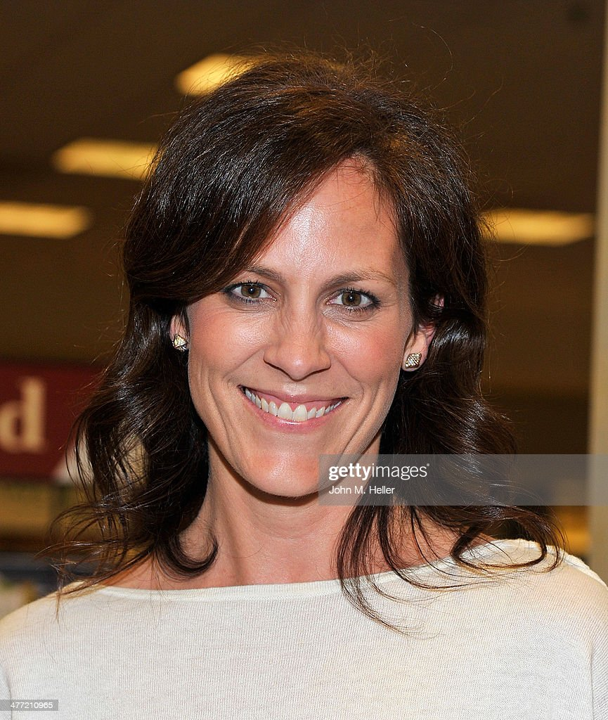 Actress Annabeth Gish attends the Annabelle Gurwitch book signing for 'I See You Made An Effort' at Barnes & Noble bookstore at The Grove on March 7, 2014 in Los Angeles, California.