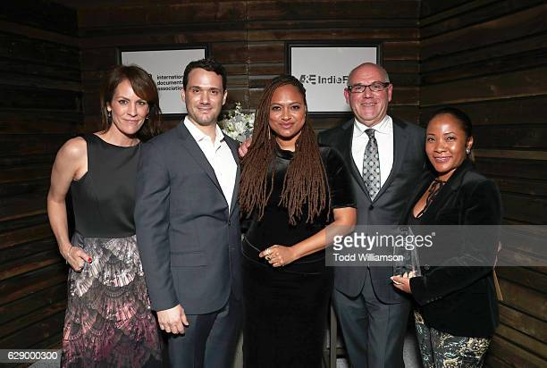 Actress Annabeth Gish Ava DuVernay and Howard Barish attend the 32nd Annual IDA Documentary Awards at Paramount Studios on December 9 2016 in...