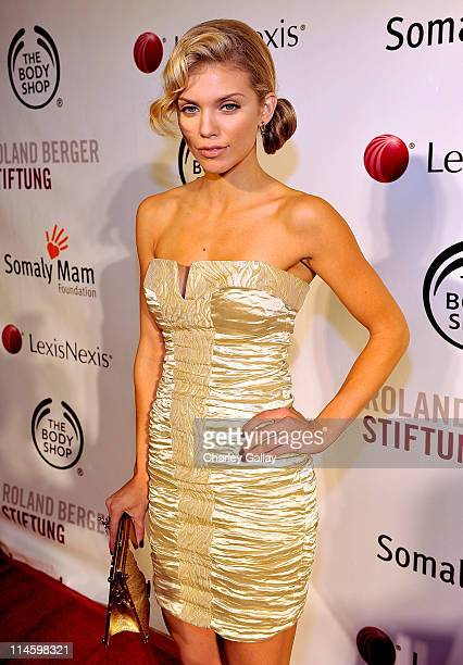 Actress AnnaLynne McCord arrives at the Somaly Mam Foundation's 2nd annual Los Angeles Gala held at a private residence on September 29 2009 in...