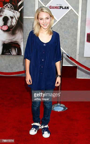 """Actress AnnaSophia Robb arrives at the """"The Game Plan"""" premiere at the El Capitan Theatre on September 23, 2007 in Hollywood, California."""