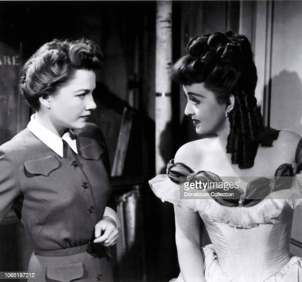 Actress Anne Baxter and Bette Davis in a scene from the movieAll About Eve