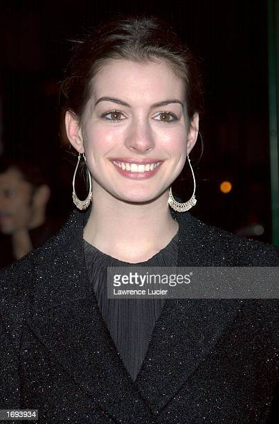"""Actress Anne Hathaway arrives at a screening of the film """"Chicago"""" at the Ziegfeld Theater December 18, 2002 in New York City, New York."""