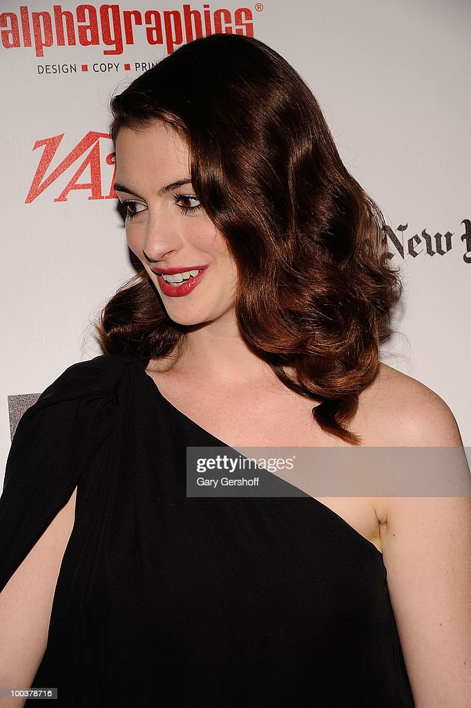Actress Anne Hathaway arrives at the 55th Annual Drama Desk Awards at the FH LaGuardia Concert Hall at Lincoln Center on May 23, 2010 in New York City.
