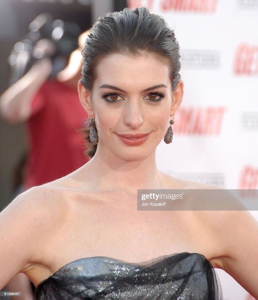 Anne Hathaway Brothers: Actress Anne Hathaway Arrives At The Los Angeles Premiere