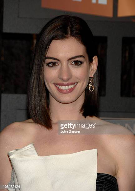 Actress Anne Hathaway arrives at VH1's 14th Annual Critics' Choice Awards held at the Santa Monica Civic Auditorium on January 8, 2009 in Santa...