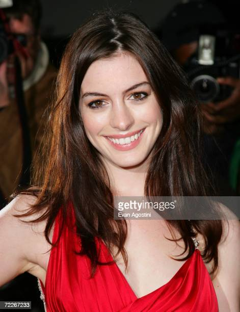 Actress Anne Hathaway arrives to celebrate Marchesa's second anniversary at Bergdorf Goodman October 25 2006 in New York City