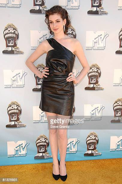 Actress Anne Hathaway arrives to the 2008 MTV Movie Awards on June 1 2008 at the Gibson Amphitheatre in Universal City California