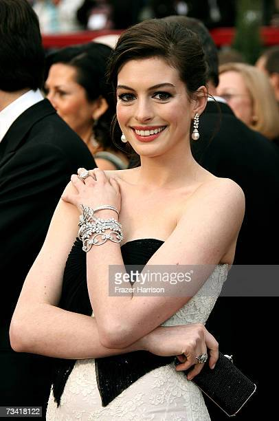 Actress Anne Hathaway attend the 79th Annual Academy Awards held at the Kodak Theatre on February 25, 2007 in Hollywood, California.