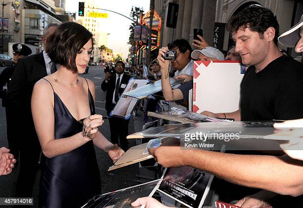 Actress Anne Hathaway attends the premiere of Paramount Pictures' 'Interstellar' at TCL Chinese Theatre IMAX on October 26 2014 in Hollywood...
