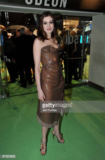 Actress Anne Hathaway attends the Royal World Premiere of Tim Burton's 'Alice In Wonderland' at the Odeon Leicester Square on February 25, 2010 in...