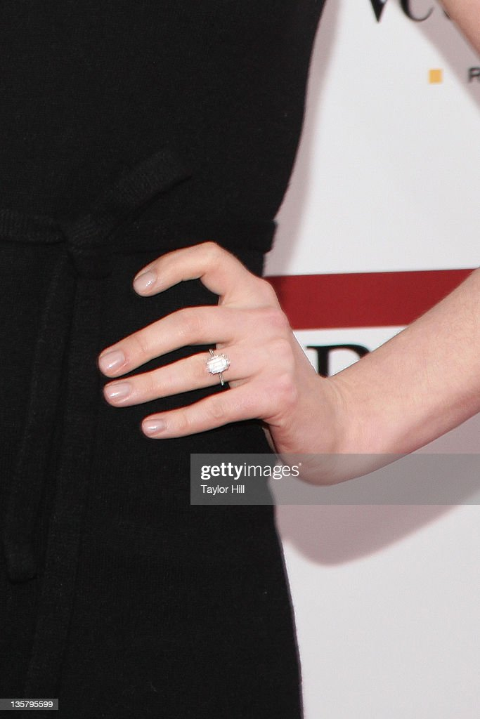 Anne Hathaway Engagement Ring Pictures and Photos Getty Images