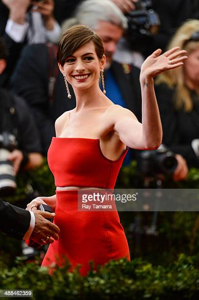 Actress Anne Hathaway enters the Charles James Beyond Fashion Costume Institute Gala at the Metropolitan Museum of Art on May 5 2014 in New York City