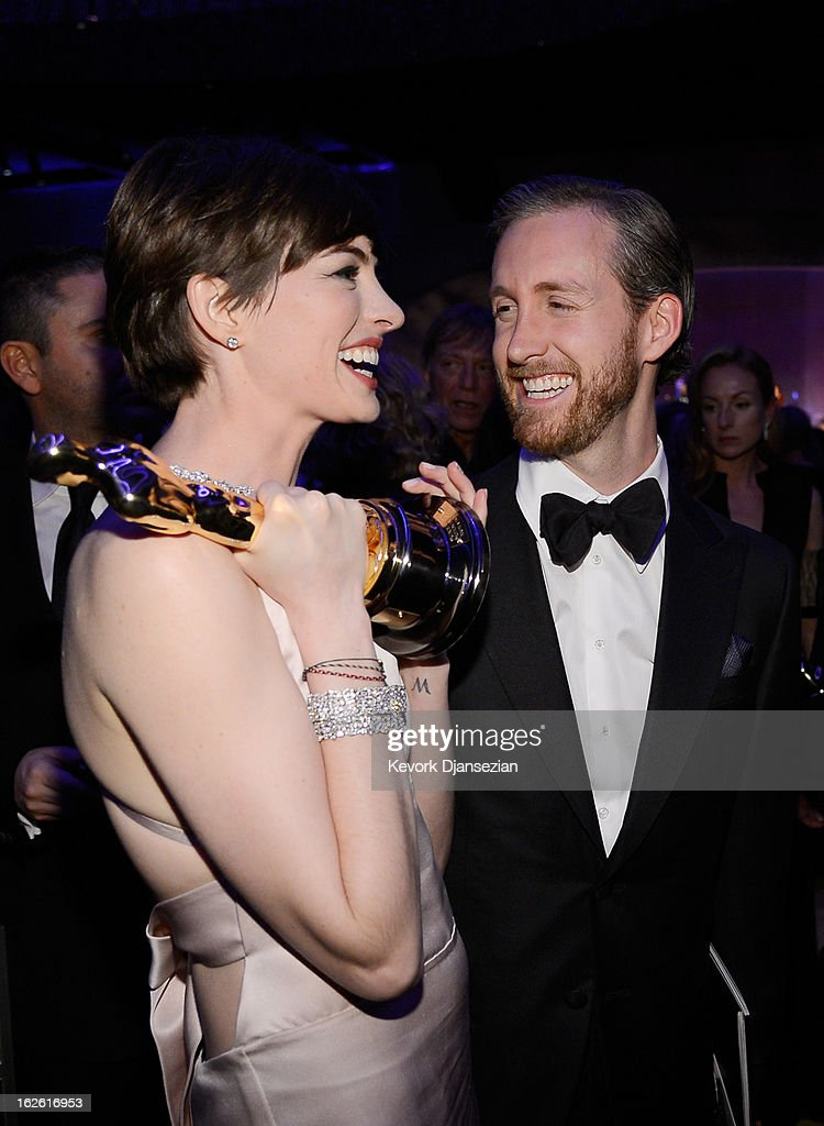 Actress Anne Hathaway, winner of the Best Supporting Actress and husband Adam Shulman attend the Oscars Governors Ball at Hollywood & Highland Center on February 24, 2013 in Hollywood, California.