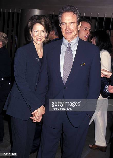Actress Annette Bening and actor Warren Beatty attend the 'American Beauty' Hollywood Premiere on September 8 1999 at the Egyptian Theatre in...
