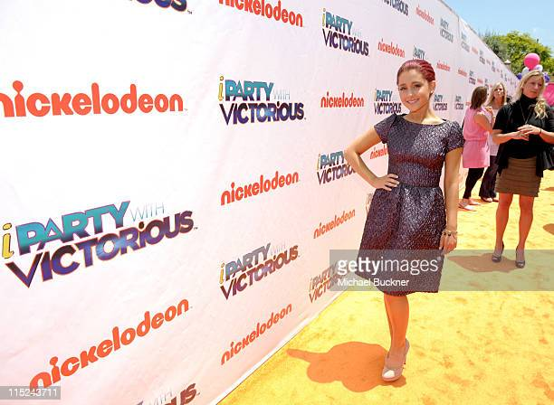 Actress Ariana Grande arrives at Nickelodeon's exclusive premiere for the upcoming primetime TV event of the summer iParty with Victorious Saturday...