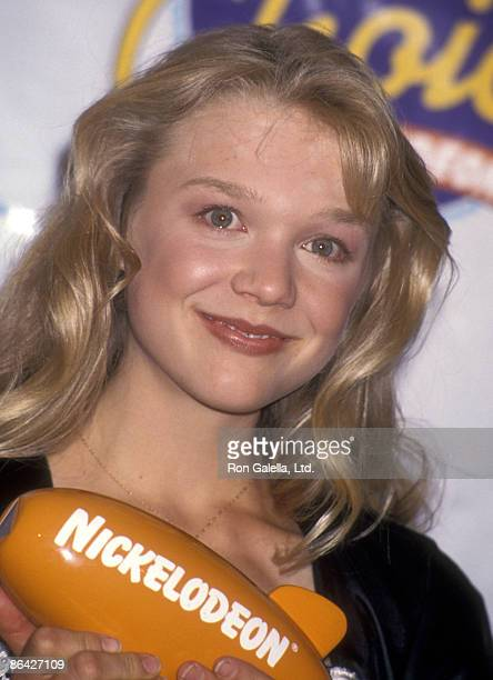 Actress Ariana Richards attends the Seventh Annual Nickelodeon's Kids' Choice Awards on May 7 1994 at Pantages Theatre in Hollywood California