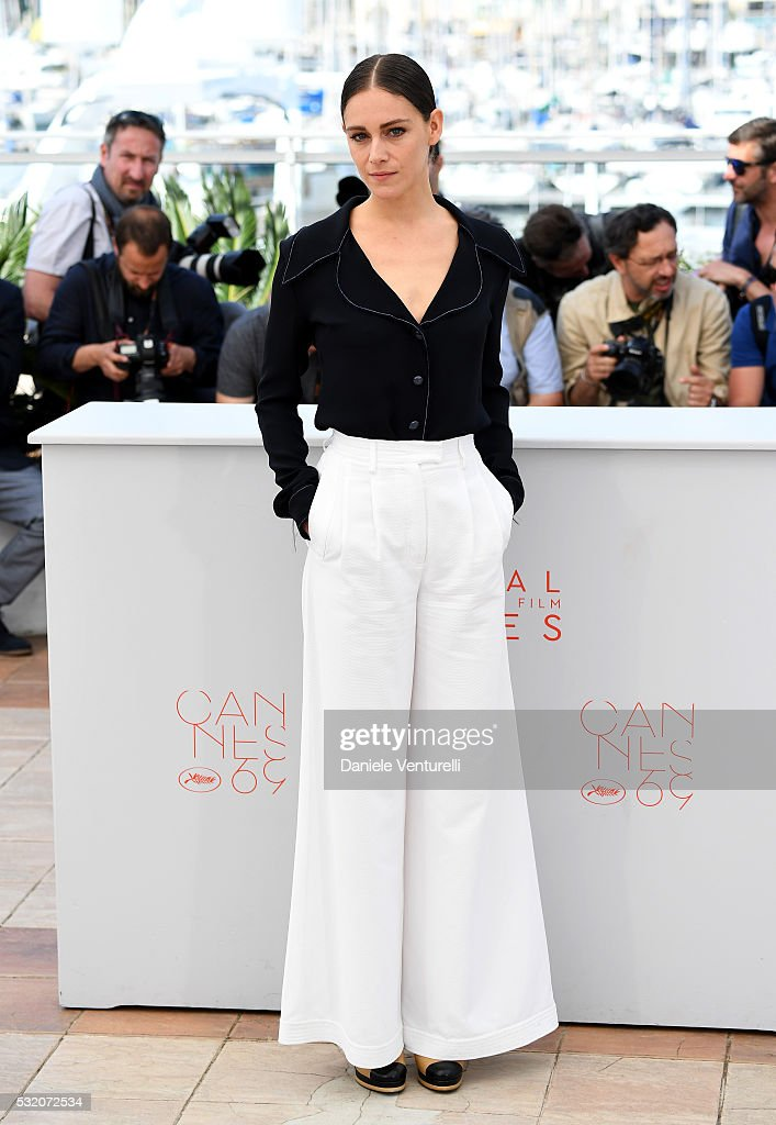 """The Stopover (Voir Du Pays)"" Photocall - The 69th Annual Cannes Film Festival : News Photo"