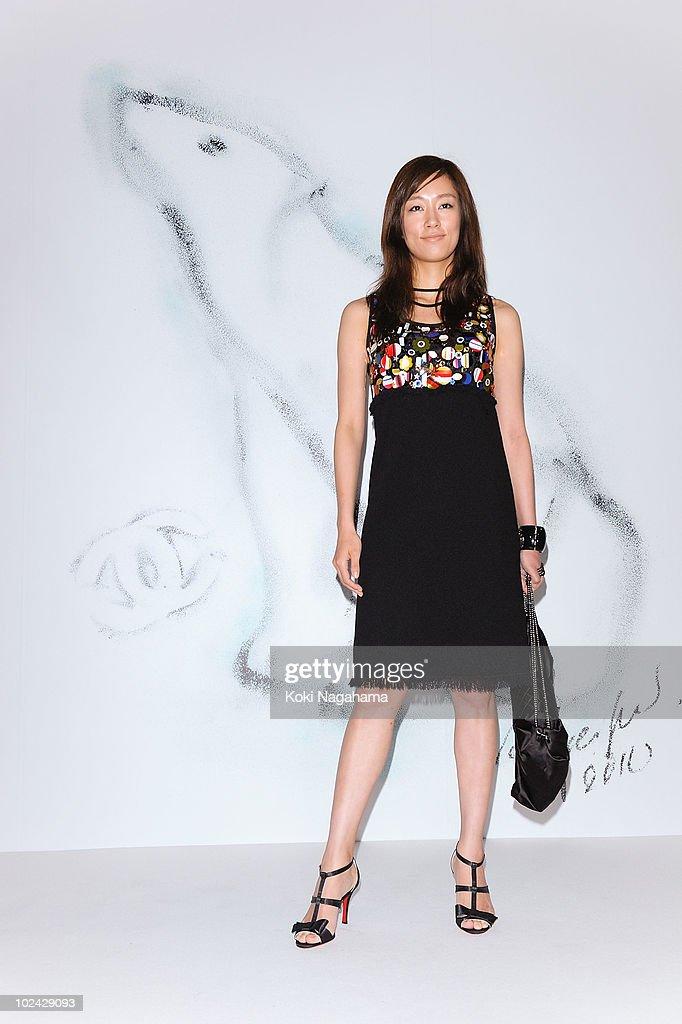 Chanel 2010-2011 F/W Pret-A-Porter Catwalk Show : News Photo