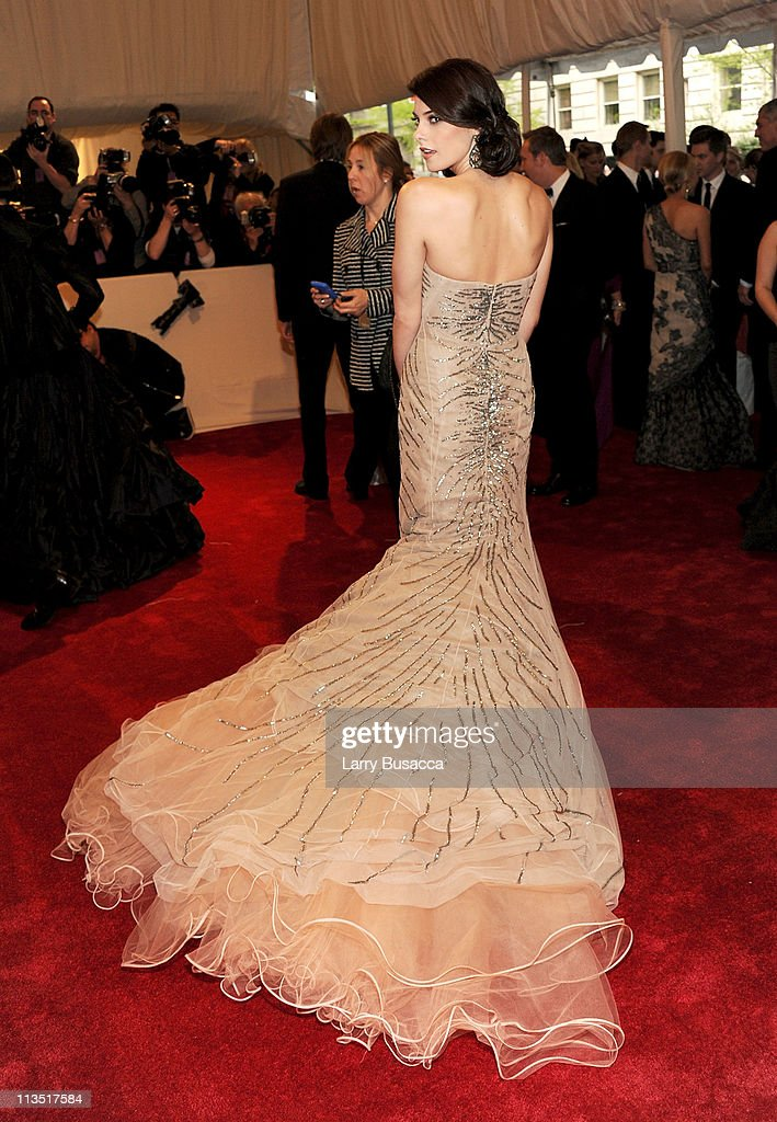'Alexander McQueen: Savage Beauty' Costume Institute Gala At The Metropolitan Museum Of Art - Arrivals : News Photo