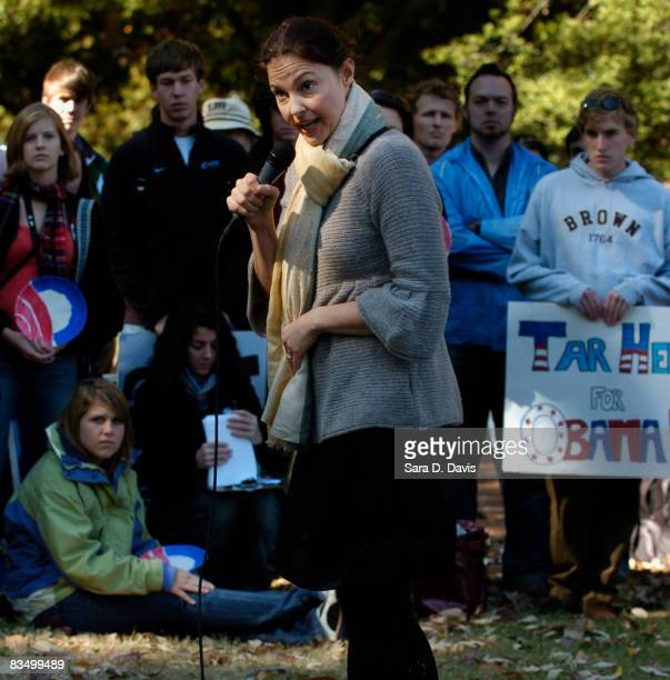 Actress Ashley Judd campaigns for Democratic presidential candidate Barack Obama at the University of North Carolina on October 30 2008 in Chapel...