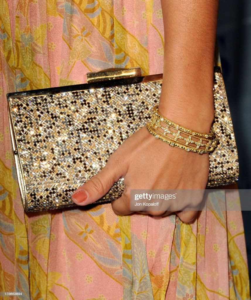 Actress Ashley Tisdale arrives at the 2011 People's Choice Awards at Nokia Theatre L.A. Live on January 5, 2011 in Los Angeles, California.