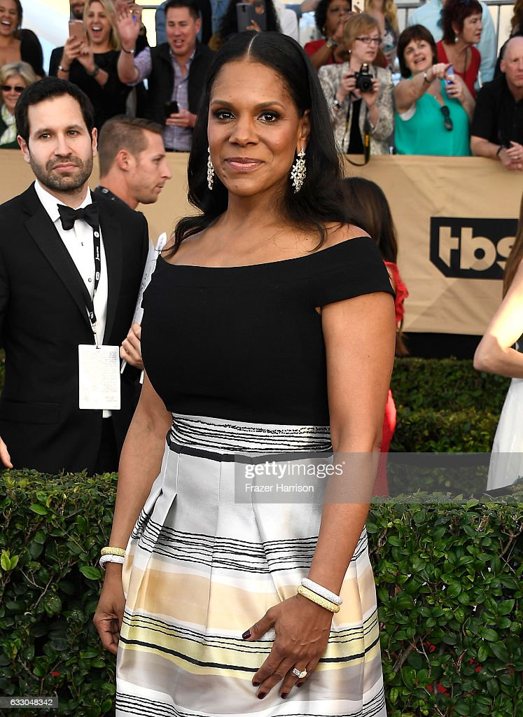 Actress Audra McDonald attends The 23rd Annual Screen Actors Guild Awards at The Shrine Auditorium on January 29, 2017 in Los Angeles, California. 26592_008
