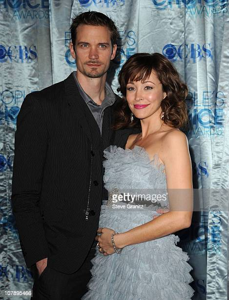 Actress Autumn Reeser and husband Jesse Warren arrive at the 2011 People's Choice Awards at Nokia Theatre LA Live on January 5 2011 in Los Angeles...