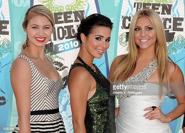 Actress Ayla Kell actress Josie Loren and actress Cassie Scerbo arrive at the 2010 Teen Choice Awards at Gibson Amphitheatre on August 8 2010 in...