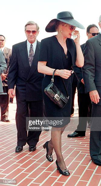 Actress Barbara Eden arrives for the funeral service at the Forest Lawn Cemetery for her son Matthew Ansara July 2 2001 in Los Angeles CA Matthew...