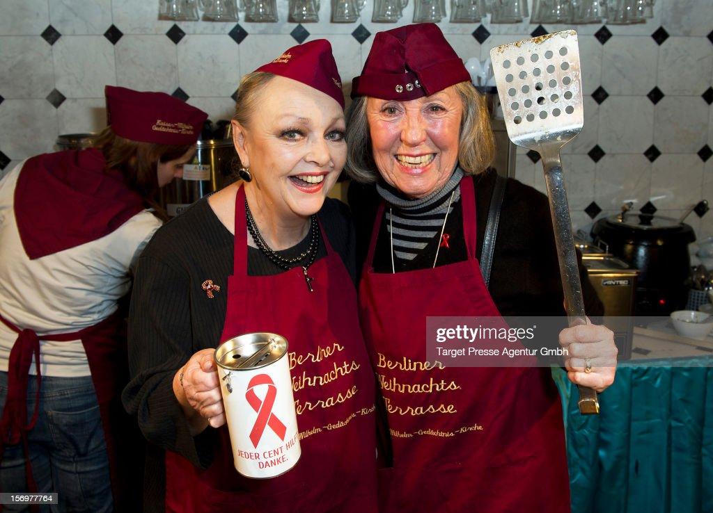 'Kartoffelpuffer-Brat-Charity' Opens Berlin Christmas Market