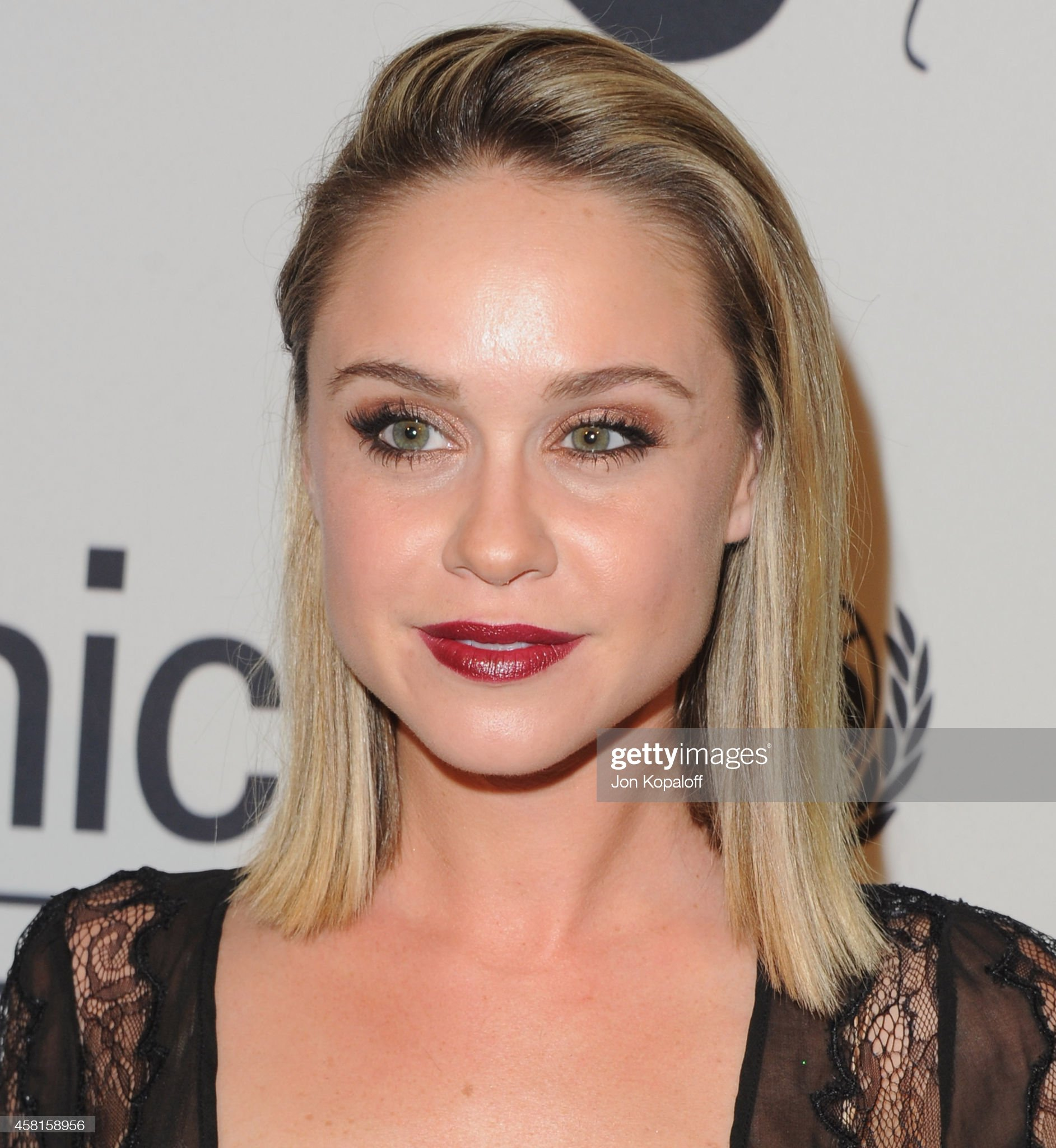 Ojos verdes - Famosas y famosos con los ojos de color VERDE Actress-becca-tobin-arrives-at-the-unicefs-next-generations-2nd-picture-id458158956?s=2048x2048