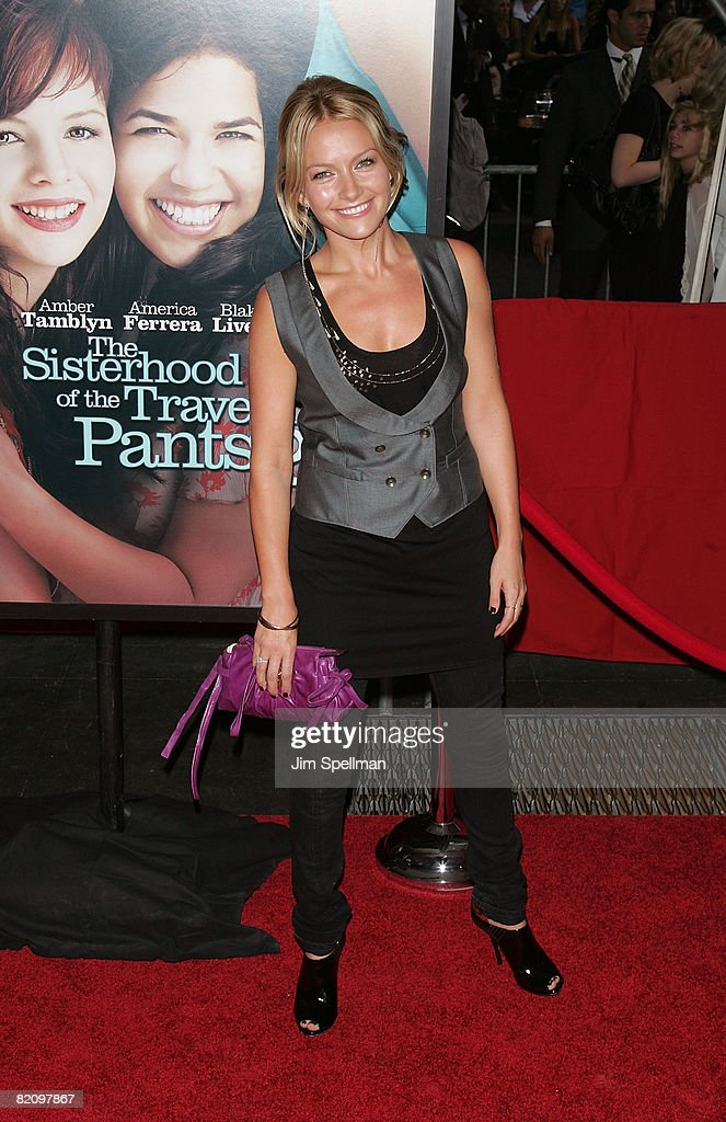 Actress Becki Newton attends the premiere of 'The Sisterhood of the Traveling Pants 2' at the Ziegfeld Theatre on July 28, 2008 in New York City.