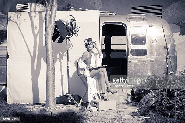 actress behind the scenes - film set stock pictures, royalty-free photos & images