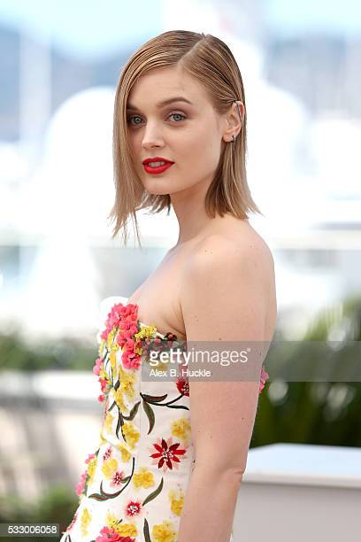 Actress Bella Heathcote attends the 'The Neon Demon' photocall during the 69th annual Cannes Film Festival at Palais des Festivals on May 20 2016 in...