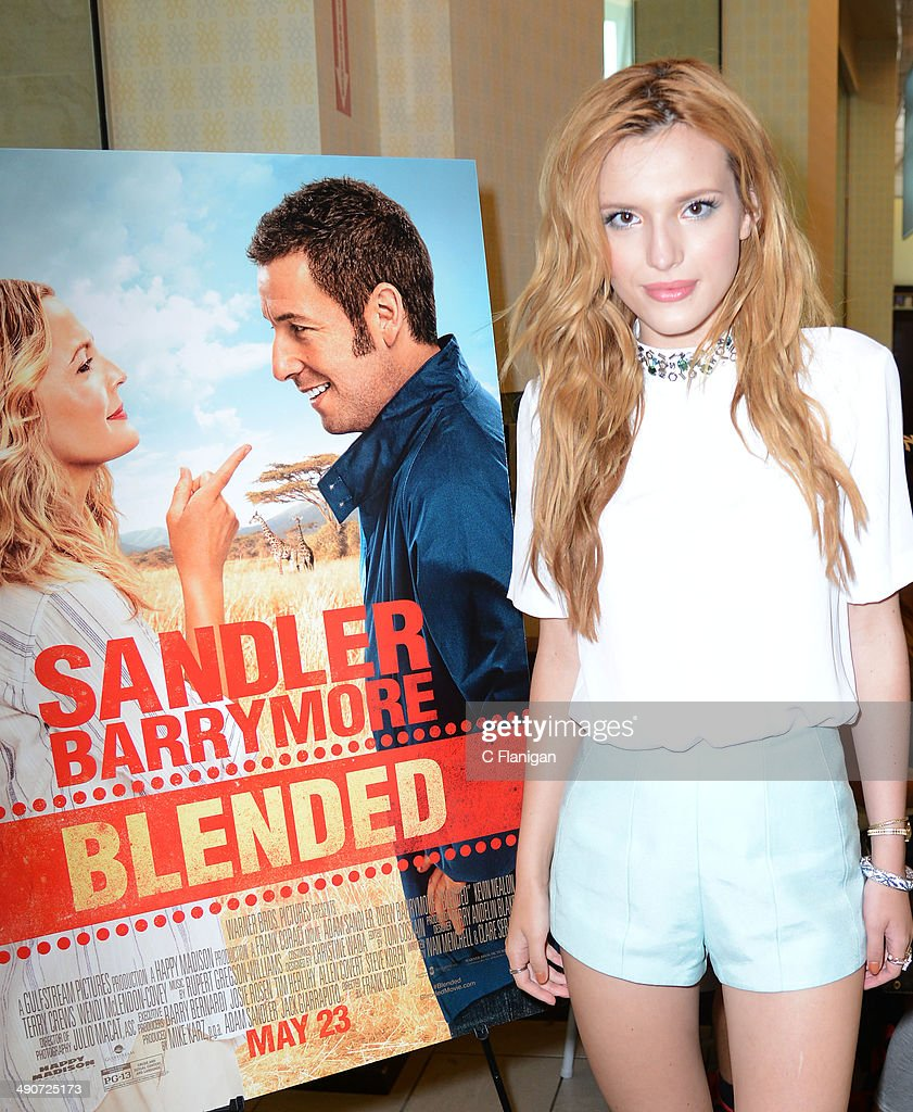Bella Thorne Autograph Signing : News Photo
