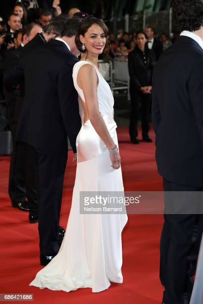 Actress Berenice Bejo attends the 'Redoubtable ' premiere during the 70th annual Cannes Film Festival at Palais des Festivals on May 21 2017 in...