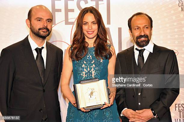 Actress Berenice Bejo awarded with the Prix d'Interpretation Feminine poses with actor Ali Mosaffa and director Asghar Farhadi at the 'Palme D'Or...