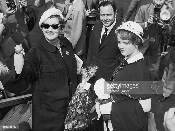 Actress Bette Davis and her daughter Barbara in Rome in 1958