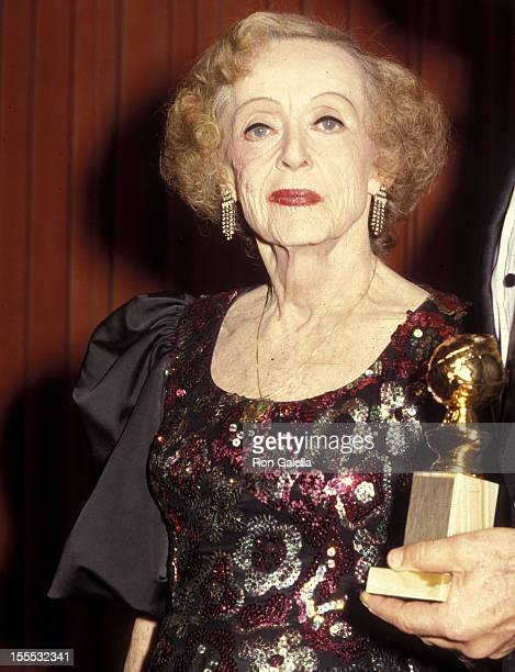 Actress Bette Davis attends the 43rd Annual Golden Globe Awards on January 24 1986 at Beverly Hilton Hotel in Beverly Hills California