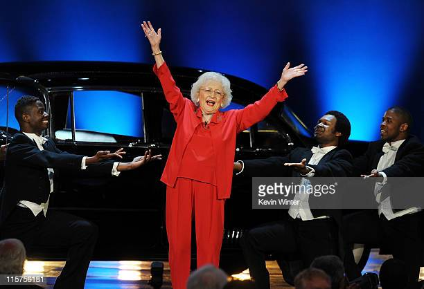 Actress Betty White performs onstage at the 39th AFI Life Achievement Award honoring Morgan Freeman held at Sony Pictures Studios on June 9 2011 in...