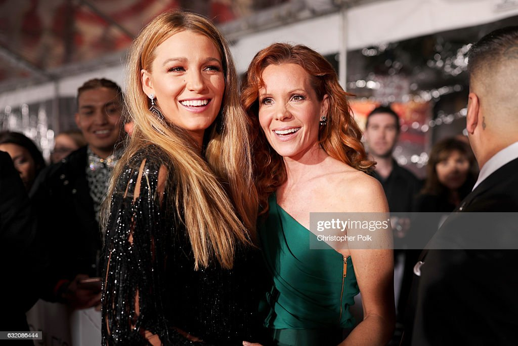 Actress Blake Lively and Robyn Lively attend the People's Choice Awards 2017 at Microsoft Theater on January 18, 2017 in Los Angeles, California.
