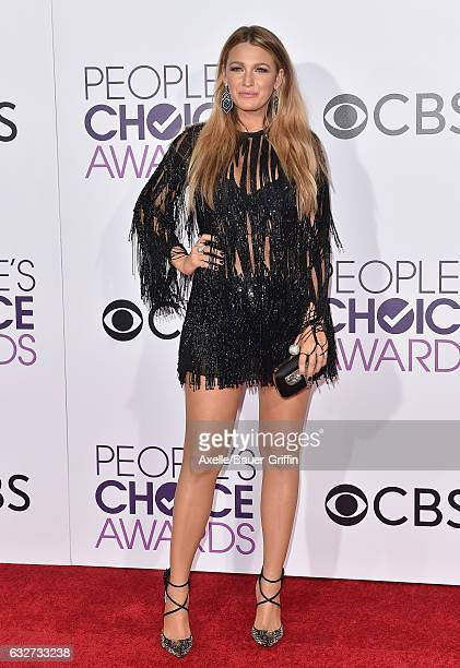 Actress Blake Lively arrives at the 2017 People's Choice Awards at Microsoft Theater on January 18, 2017 in Los Angeles, California.
