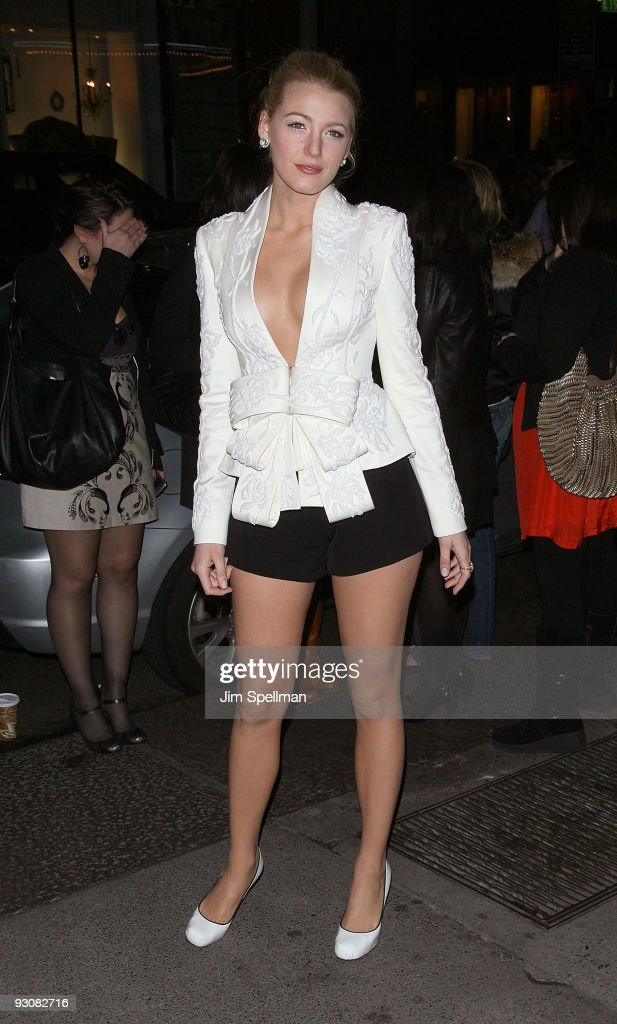 """Cinema Society Screening Of """"The Private Lives Of Pippa Lee"""" - Outside Arri : News Photo"""
