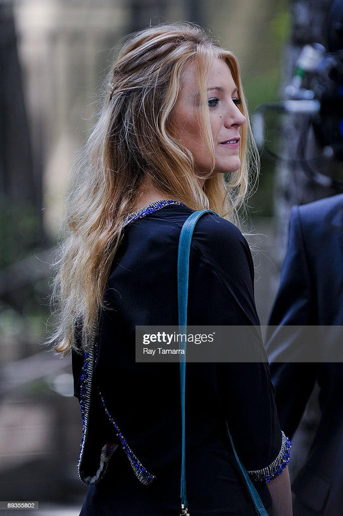 Actress Blake Lively films a scene at the 'Gossip Girl' movie set in Midtown Manhattan on July 27, 2009 in New York City.